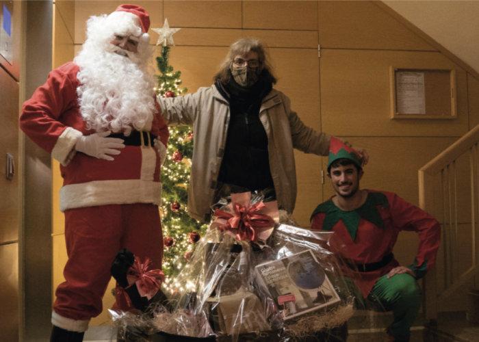 Foto de la ganadora de la visita de Papá Noel del sorteo de Navidad